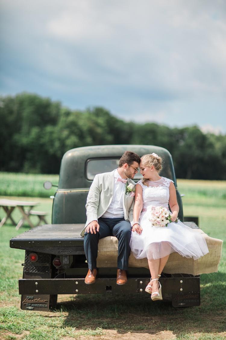 rosedale_farm_and_vineyard_simsbury_ct_romantic_modern_wedding_photos_01
